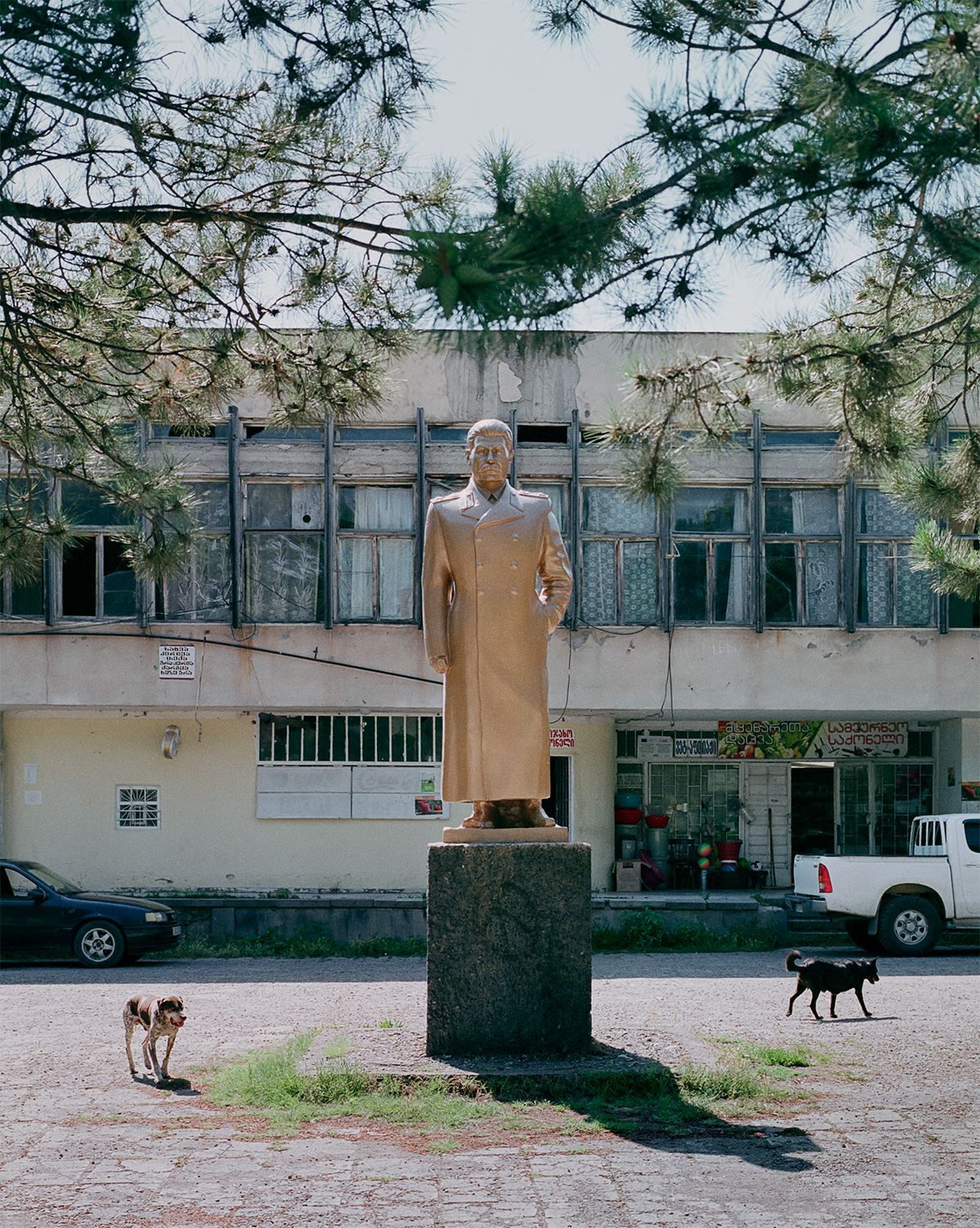 Steffen Junghanß - The Invisible Border statue of Stalin