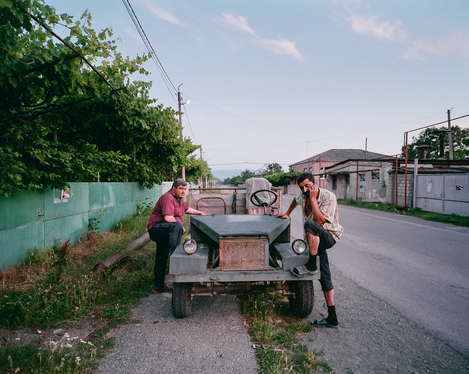 Steffen Junghanß - The Invisible Border men ride their old soviet jeep