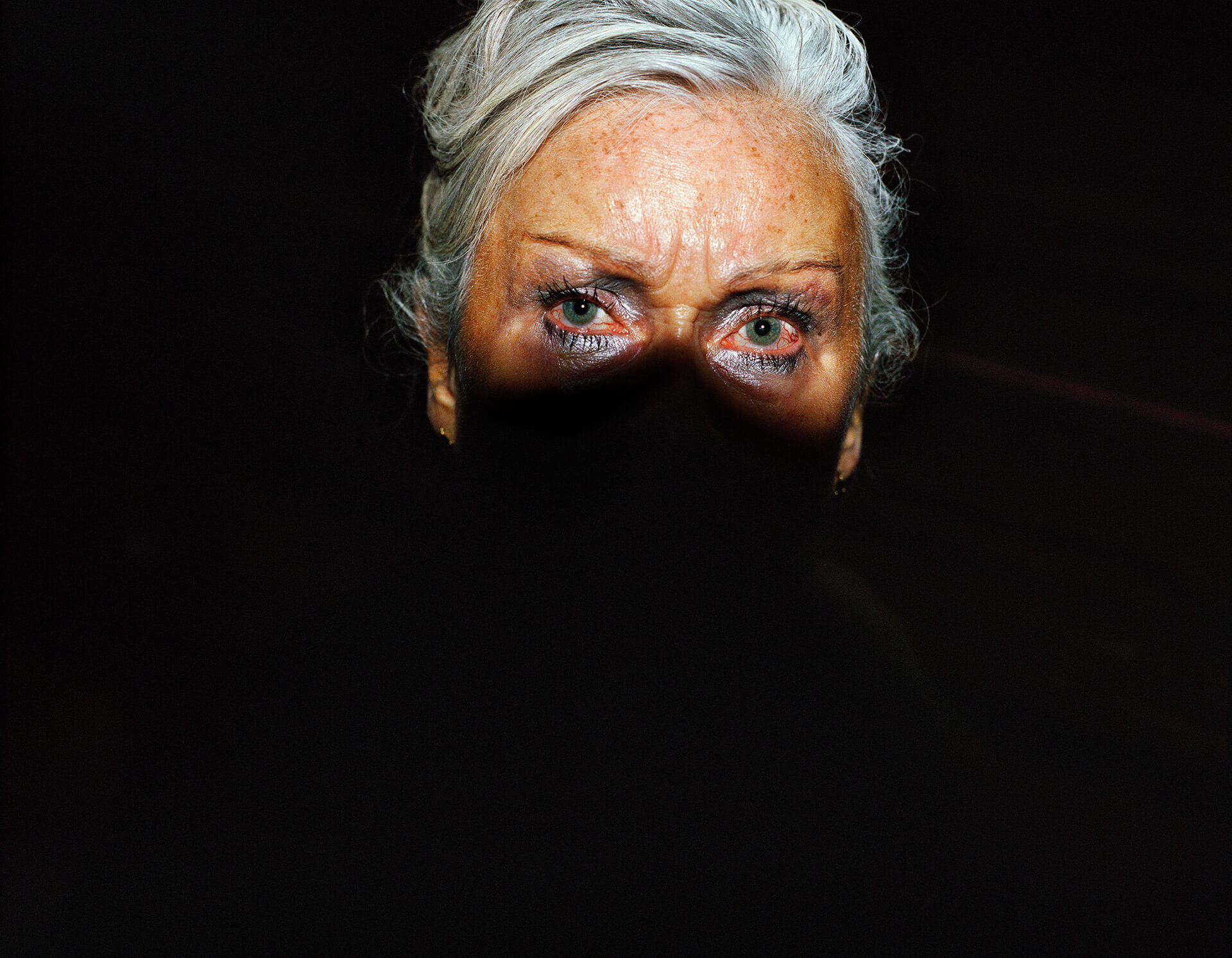 Piotr Karpinski the south west collective of photography women with light on her face