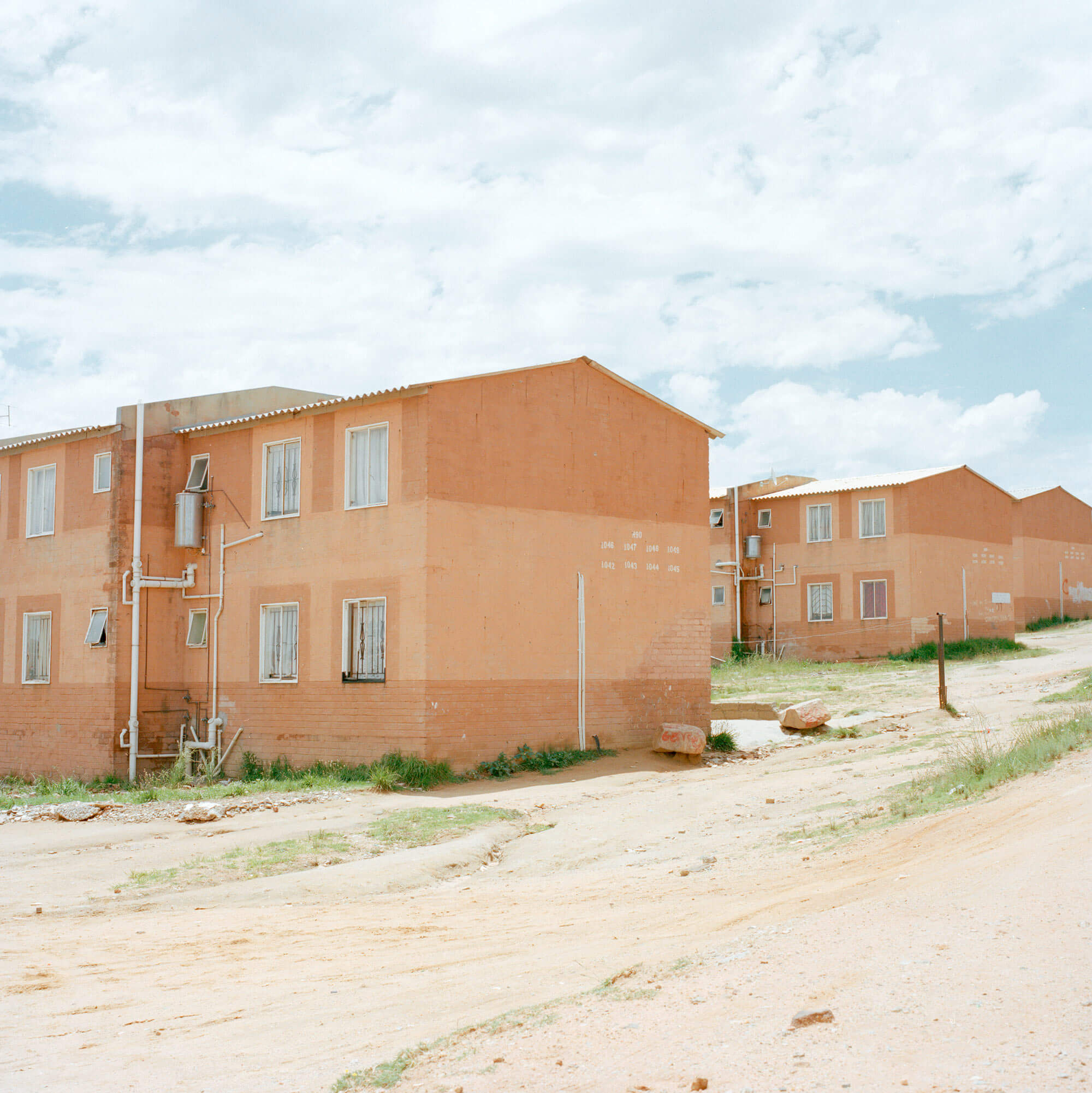 Claudio Rasano SOUTH AFRICA EVERYONE LIVE IN THE SAME PLACE LIKE BEFORE picture of houses