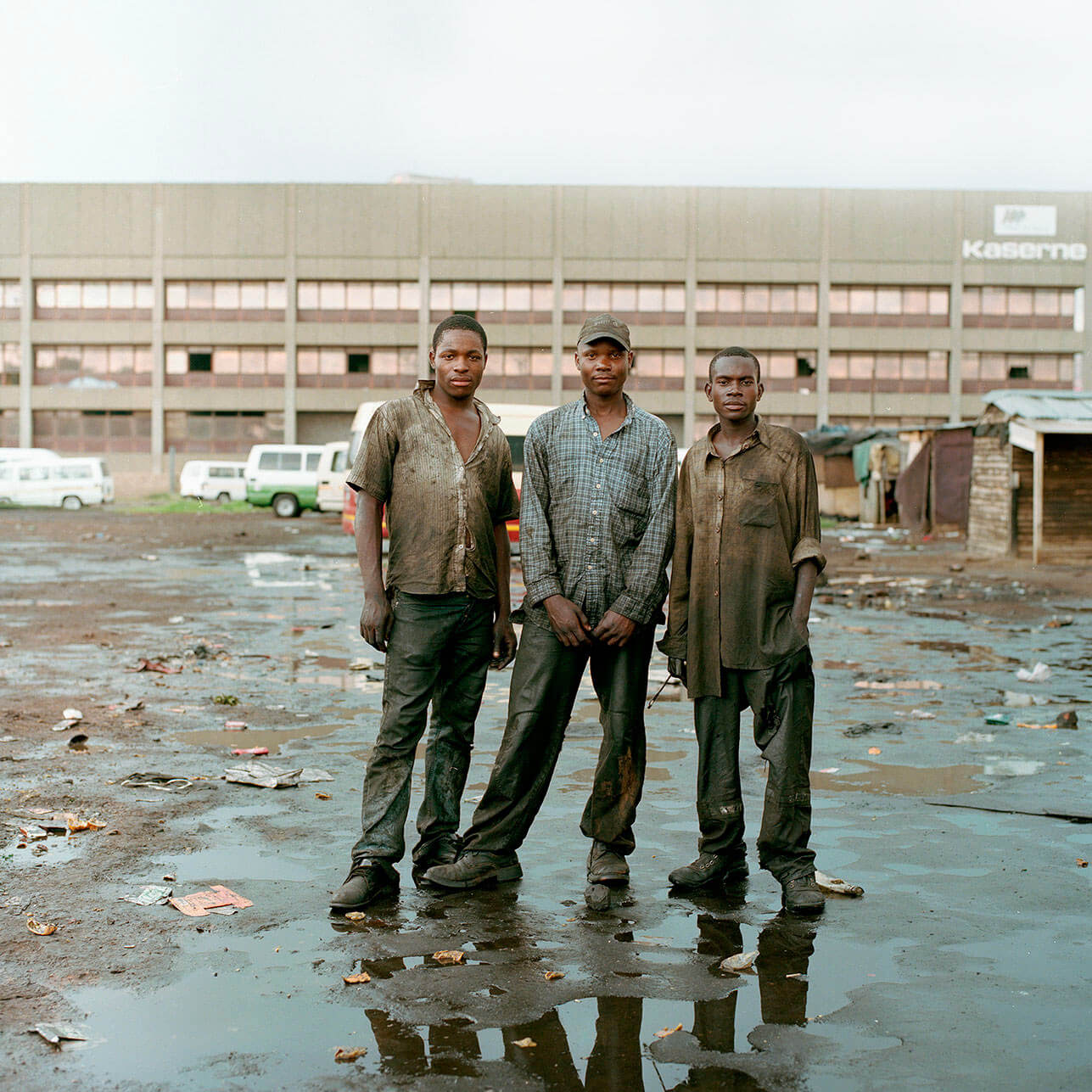 Claudio Rasano SOUTH AFRICA EVERYONE LIVE IN THE SAME PLACE LIKE BEFORE portrait of three men in dirty clothes