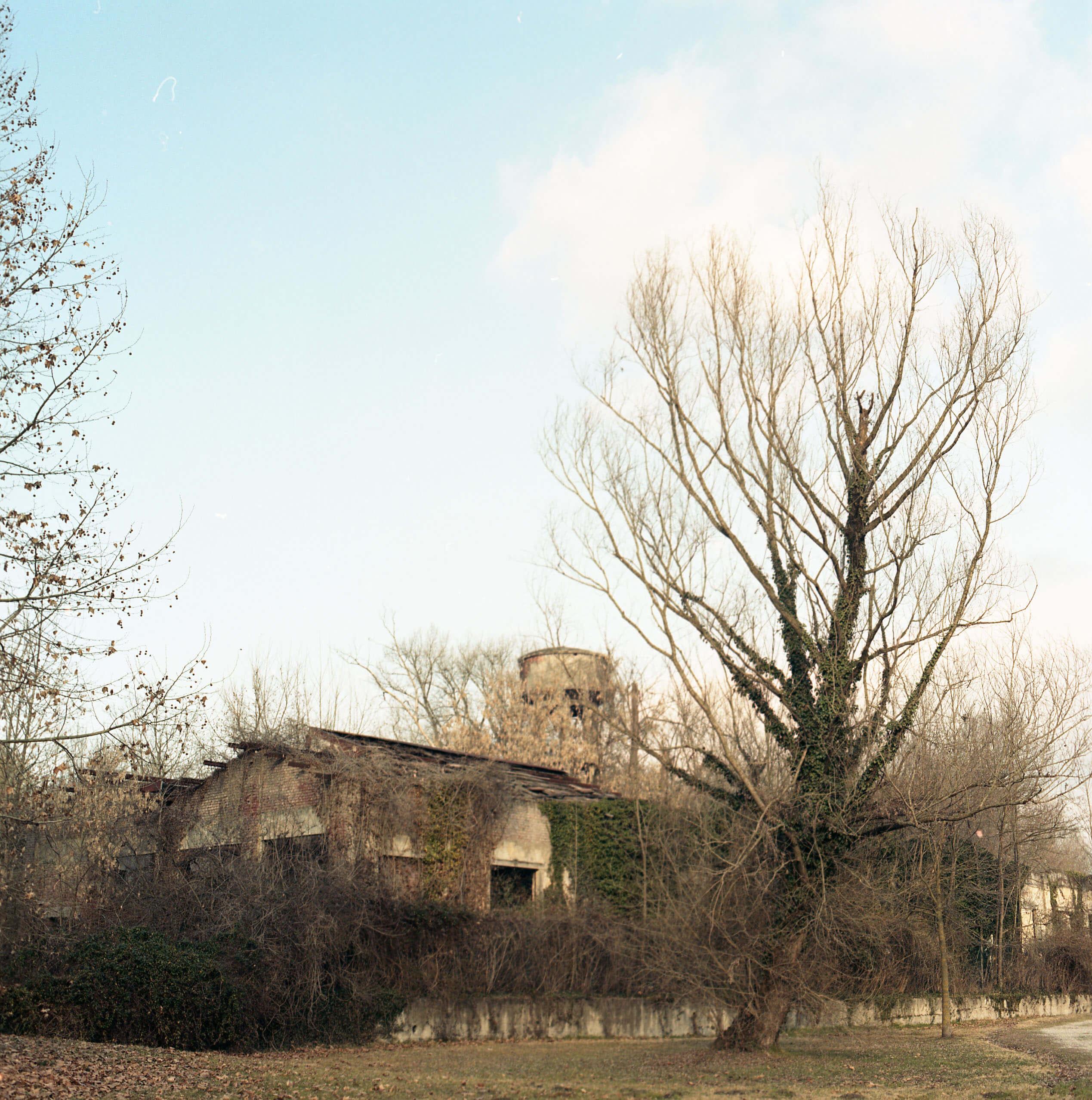 Giulia Simonotti SIAMO TUTTI ALPINI the south west collective of photography photograph of old house
