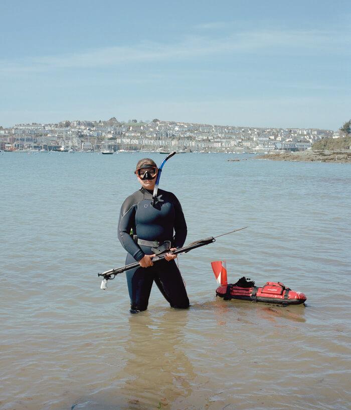 Jaime Molina - Gatherers women spear fishing