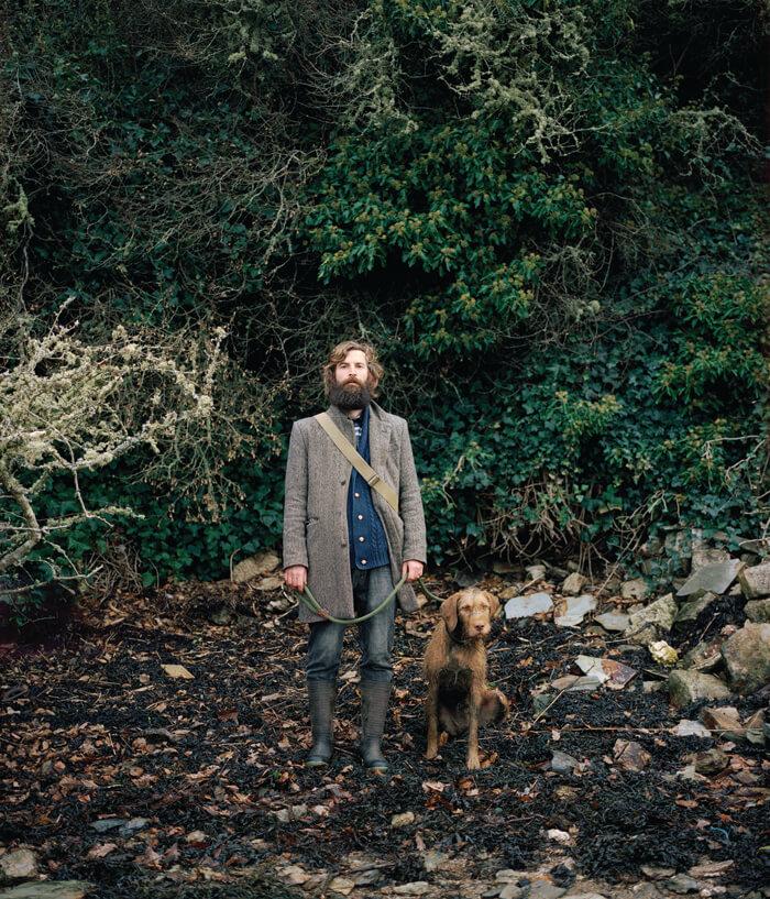 Jaime Molina - Gatherers man collective truffles in woodland