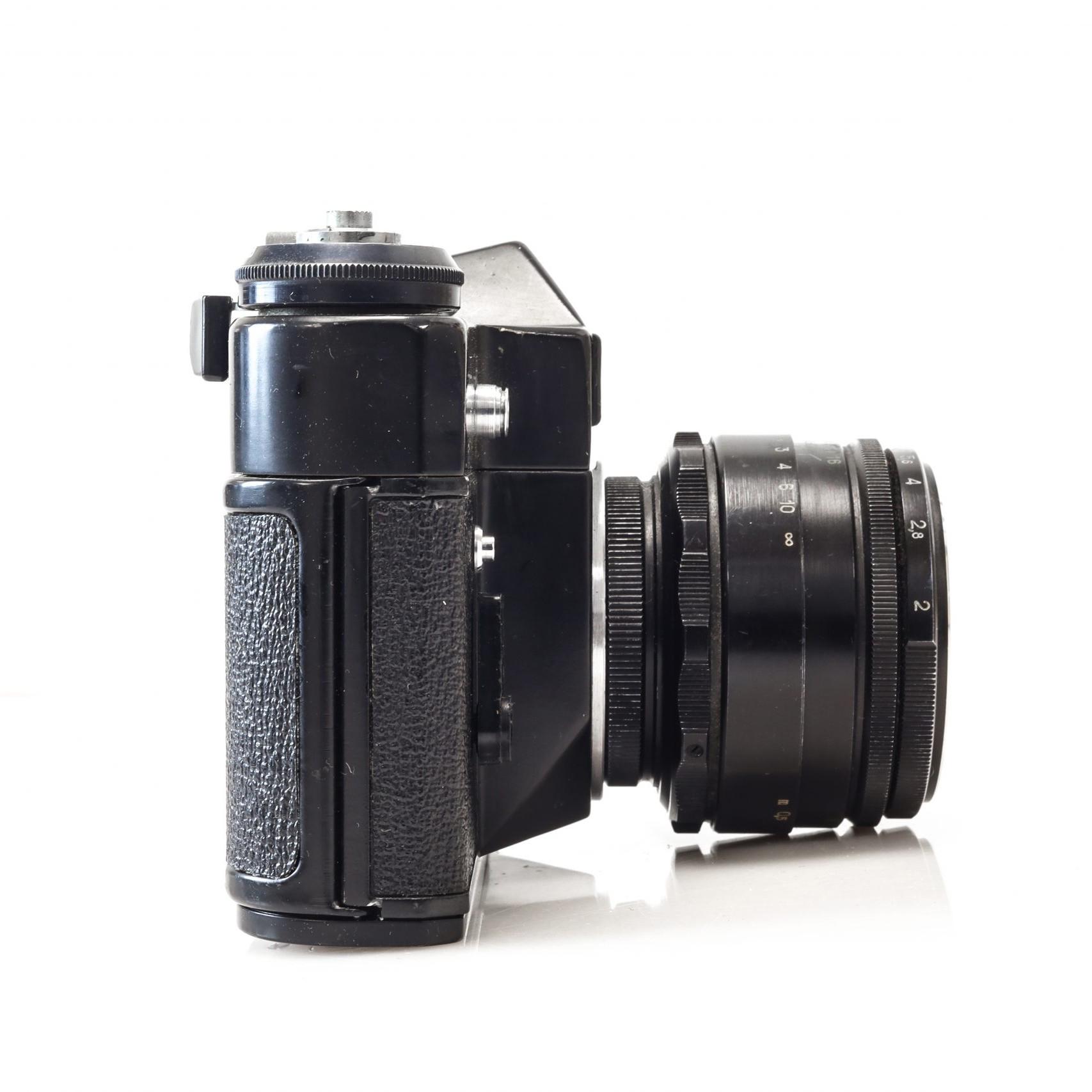 Stunning Zenit E 35mm Soviet Film Camera with Helios 44-2 Lens
