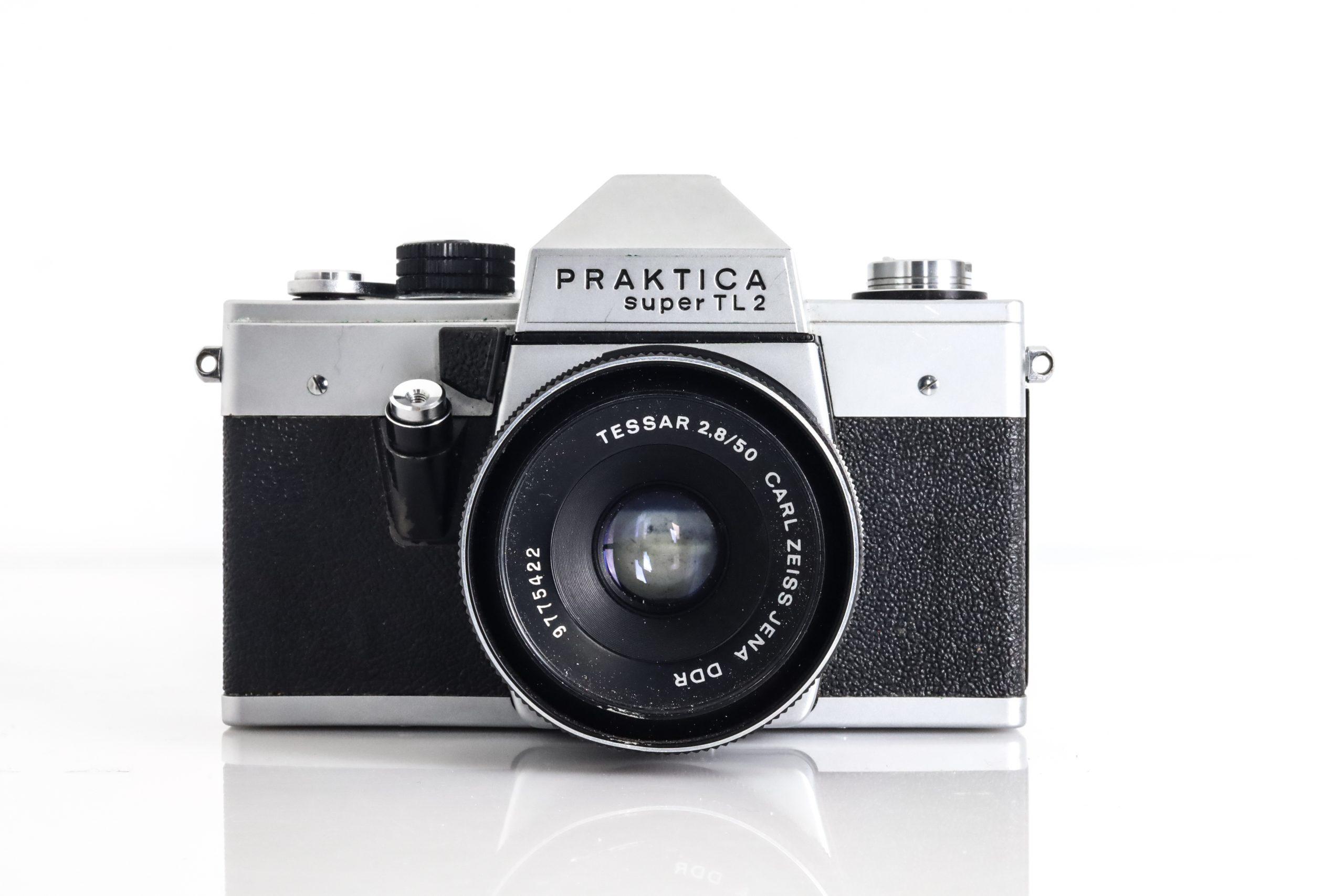 Praktica Super TL2 with Faulty Carl Zeiss Jena DDR 50mm F2.8 Lens