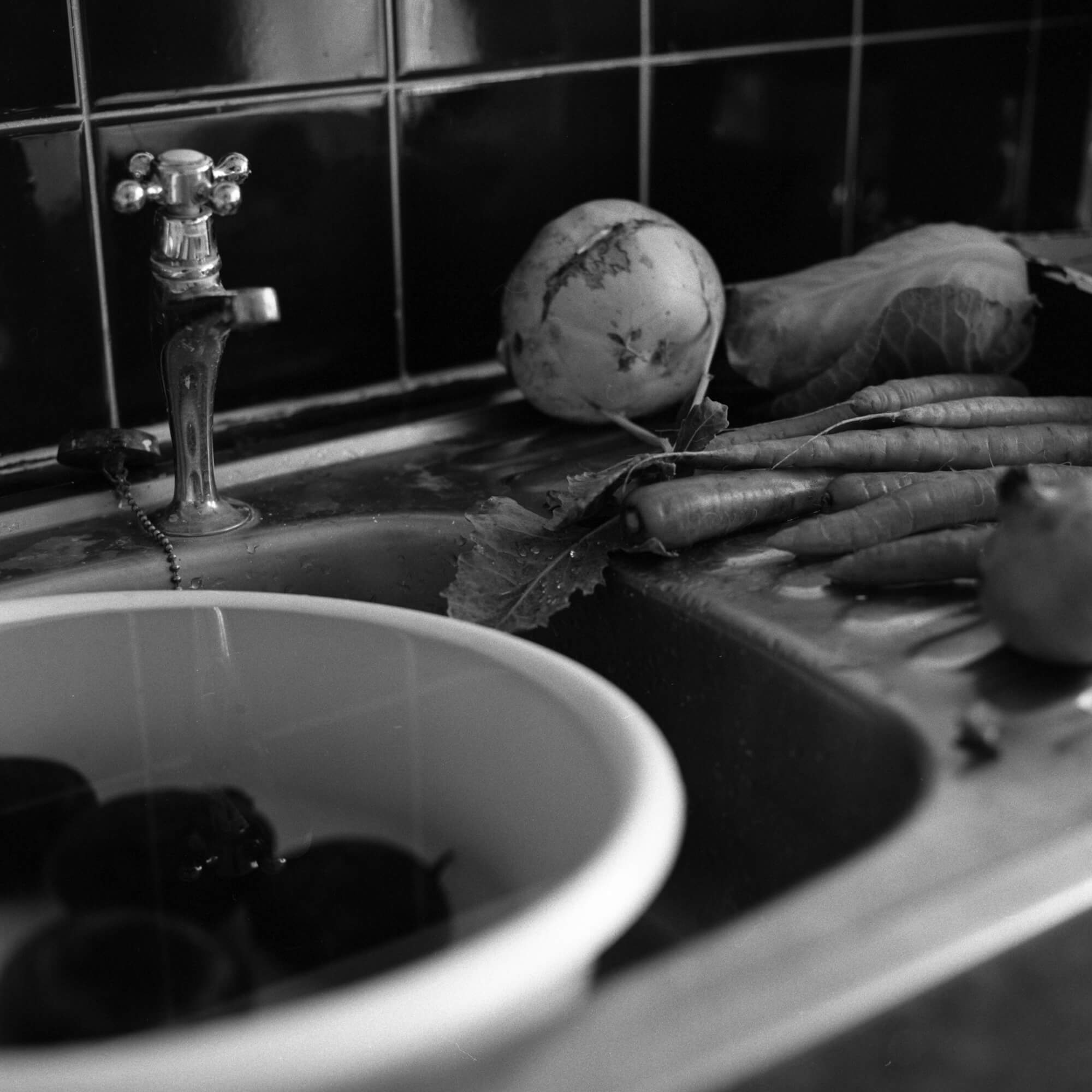 Phoebe Somerfield - Grapefruit Boulevard the south west collective of photography black and white photo of vegetables in the sink