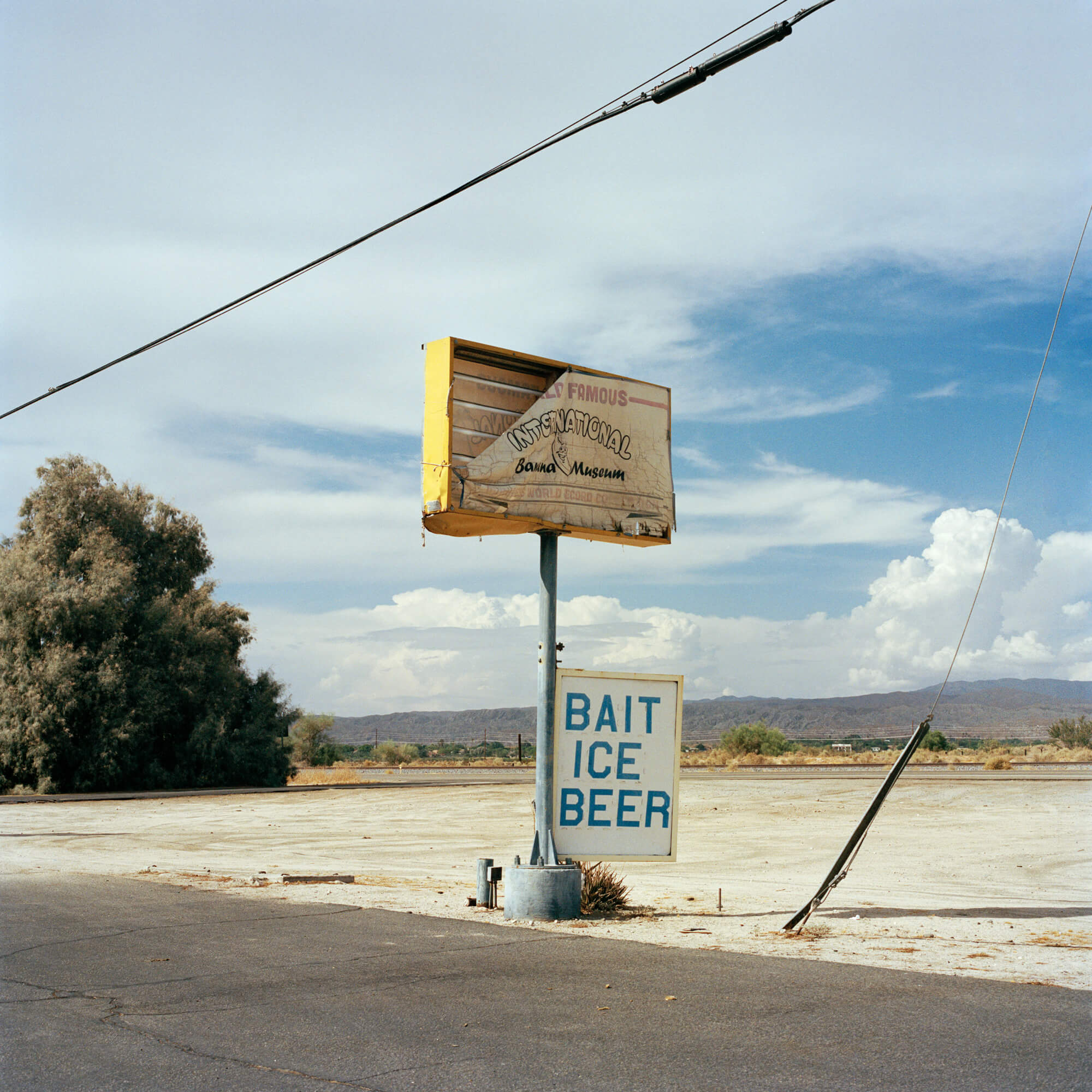 Phoebe Somerfield - Grapefruit Boulevard the south west collective of photography gas station in America